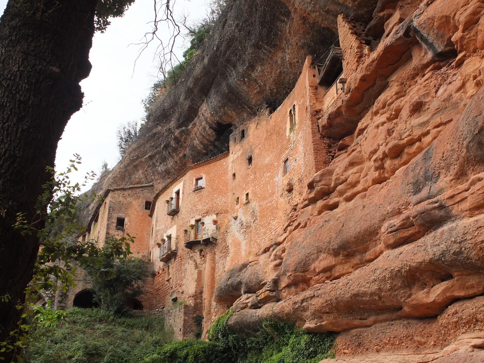 Деревня в скале
