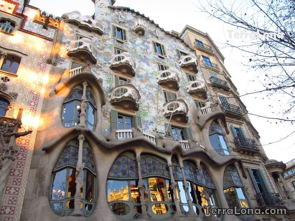 Дом Бальо в Барселоне.