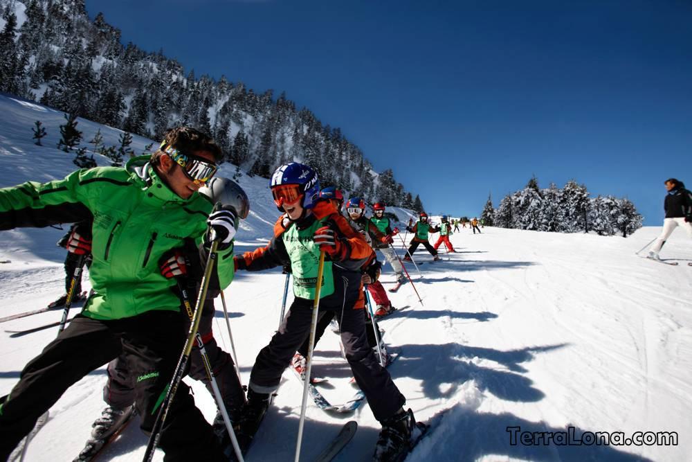 Школа юных лыжников в Андорре.