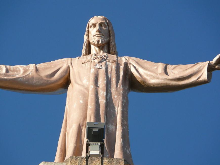 Иисус, который словно бы желает обнять весь мир.