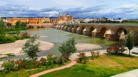16-ти арочный Римский мост, Кордова, Андалусия, Испания.
