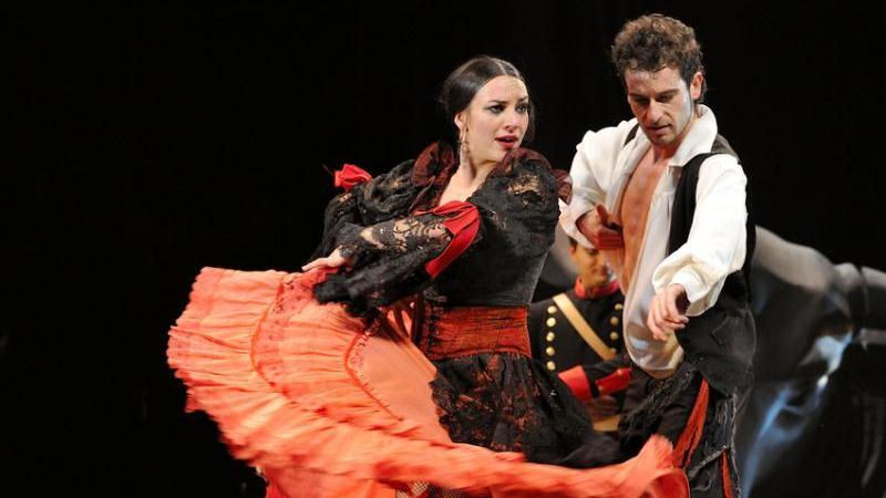 Зажигательный танец фламенко