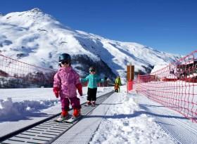 Занятия в школе юных лыжников