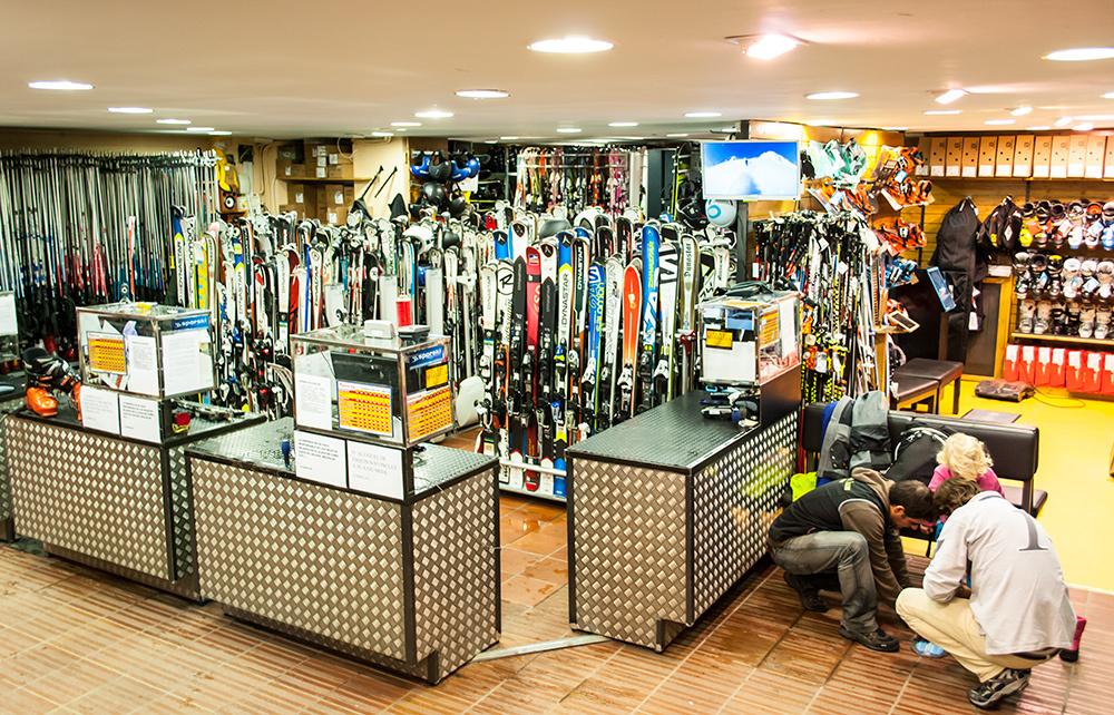Горнолыжный курорт Сьерра-Невада, магазин снаряжения