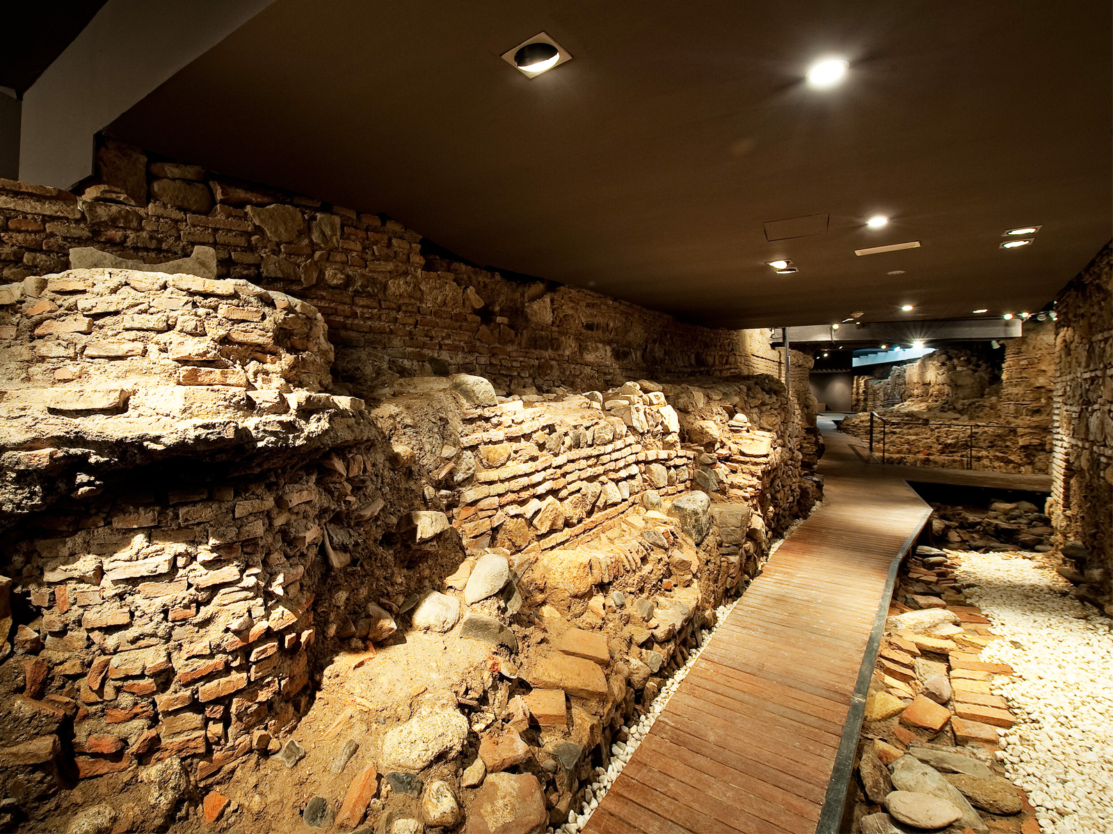 Остатки древнеарабской крепости в отеле Posada del Patio